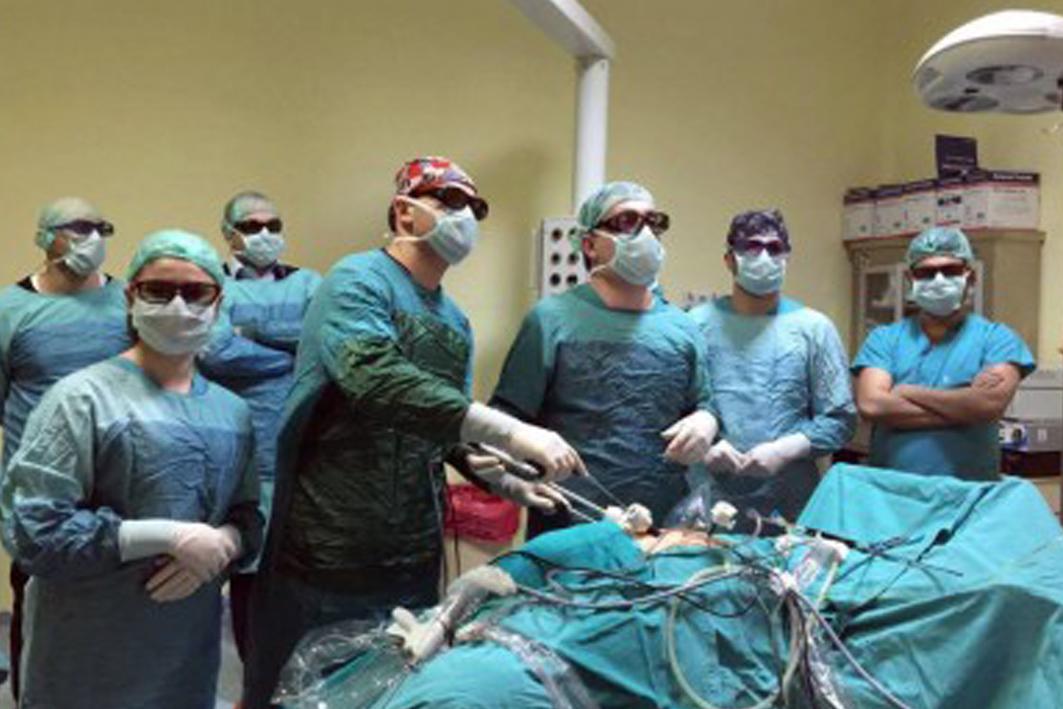 Hastanemizde 3 boyutlu Full HD görüntüleme sistemi kullanılarak Prostat Kanseri Ve Böbrek Kanseri Ameliyatı Karın Zarı Açılmadan Yapıldı
